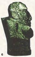 Estatuilla lítica Tiahuanaco con figura gibada