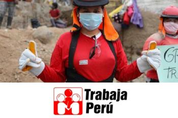 grupo de mujeres trabajadoras vistiendo polo rojo