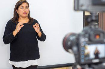 Intérpretes en Consulta: Atención virtual en lengua de señas peruana